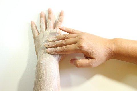 acne behandelen met scrub